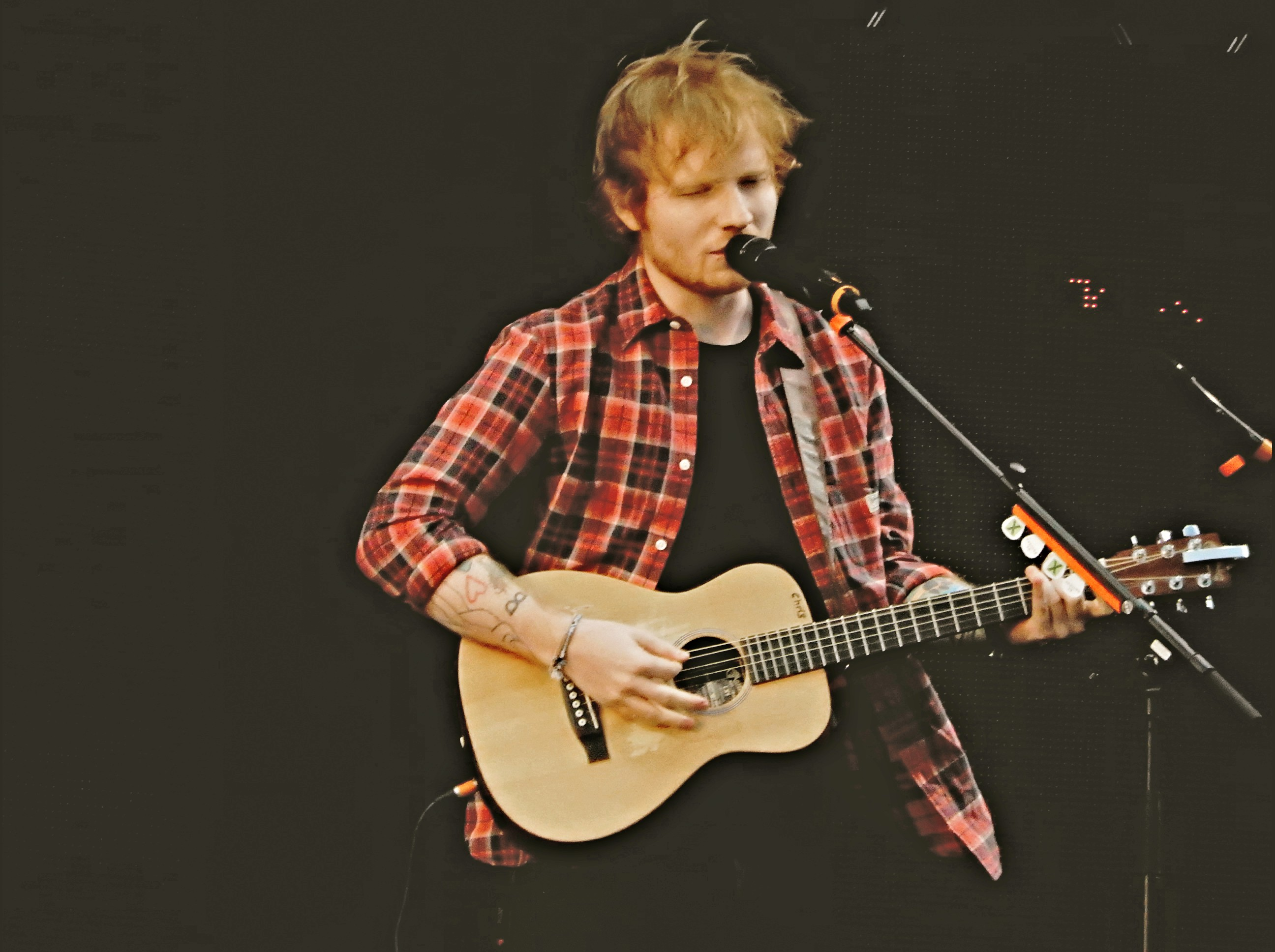 Ed_Sheeran,_V_Festival_2014,_Chelmsford_(14788674990)